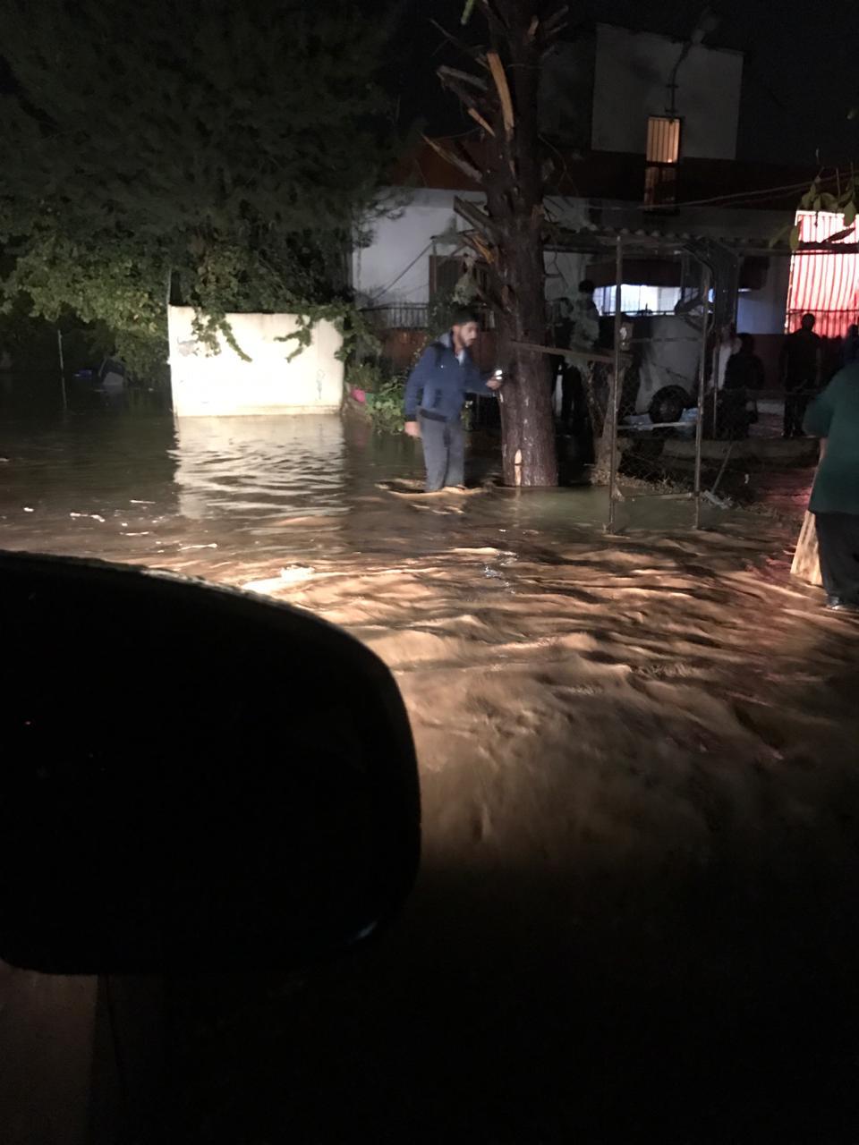 بالصور أمطار فيضانية تُغرق بلدتي مجدل عنجر والصويري!!