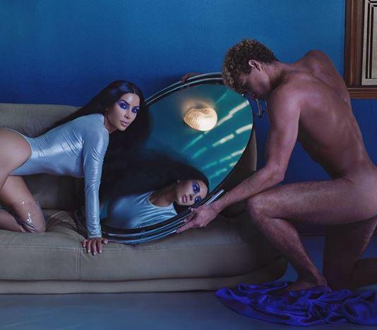 كيم كارداشيان تثير الجدل بصورتها مع رجل عار كلياً